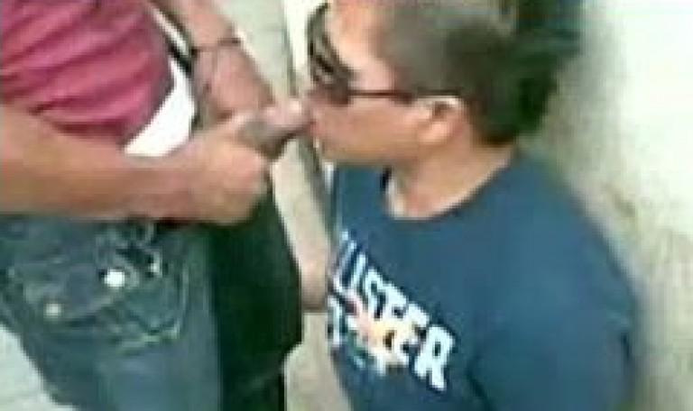 Sloppy blowjob by Delhi gay buddy to Bombay gay friend